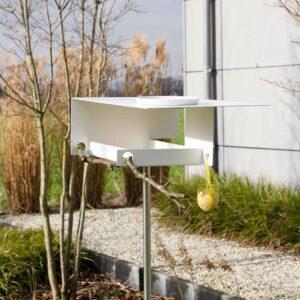 Deze moderne, tijdloze 'Vogelvilla in Bauhaus stijl' is functioneel tot in detail. Het basic design staat fantastisch in het landschap en heeft een grote aantrekkingskracht op onze gevleugelde vrienden.