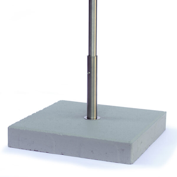Deze standaard met voetplaat is speciaal ontworpen voor onze vogelvoederhuizen. Heb je een balkon of verhard terras en ook geen grote bloempotten waarin je de poot kunt steken die bij de vogelhuizen wordt bijgeleverd