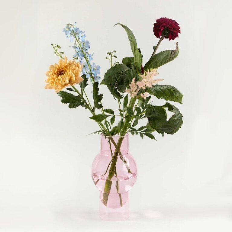 De Bubble Tube design vaas is geschikt voor een mooie bos bloemen. Ontwerp van het Deense Studio About. Handgeblazen.