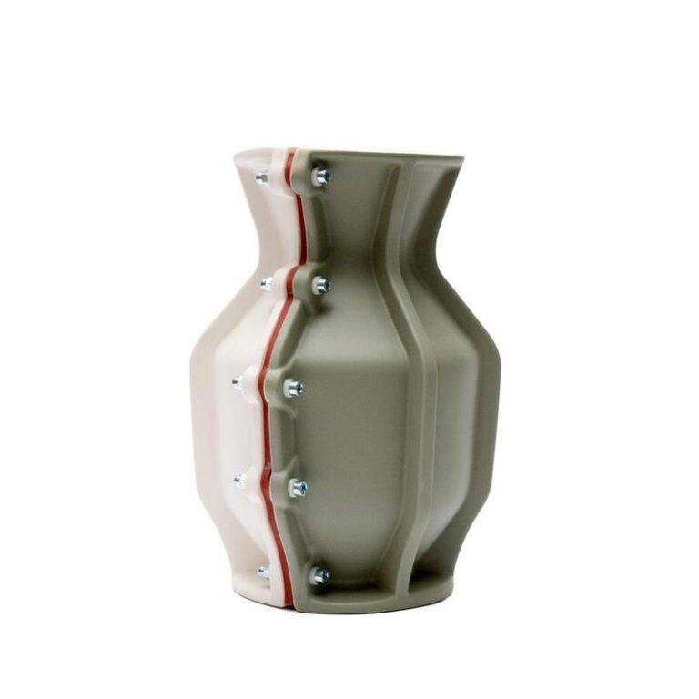 De stoere Carter design vaas van Floris Hovers is in vele kleurcombinaties verkrijgbaar. Hier in groen