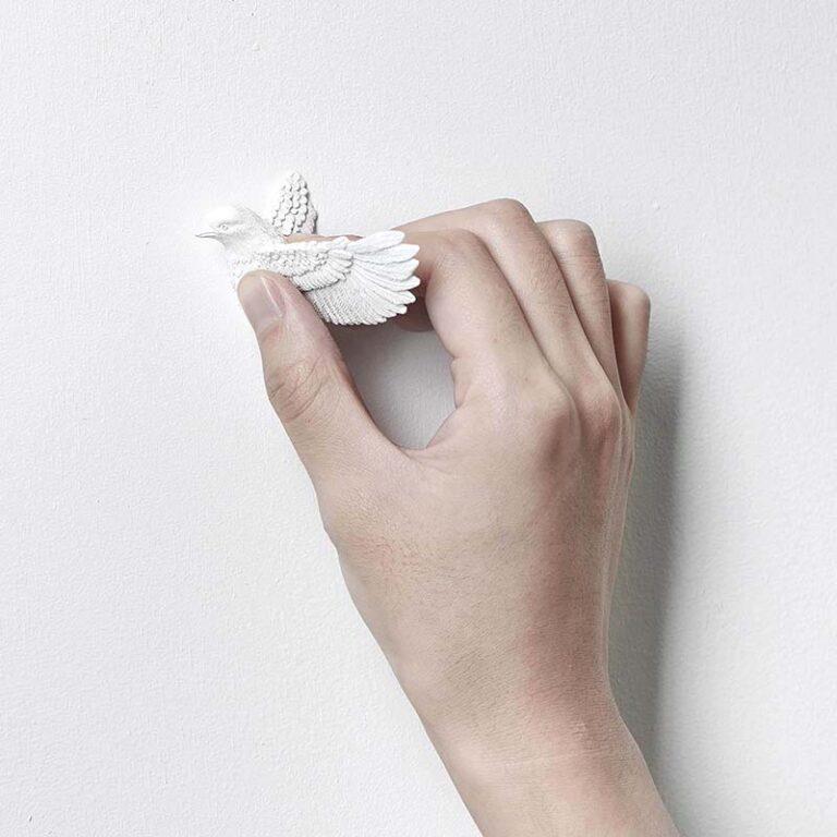De extra koekoek van de design Cuckoo klok van Hao Shi bevestig je heel gemakkelijk zelf op de muur. Moderne koekoeksklok.