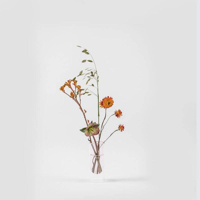Voor elke Flower Tube heb je maar 1 of 2 bloemen nodig om er een oogstrelend en kleurrijk stilleven van te maken.
