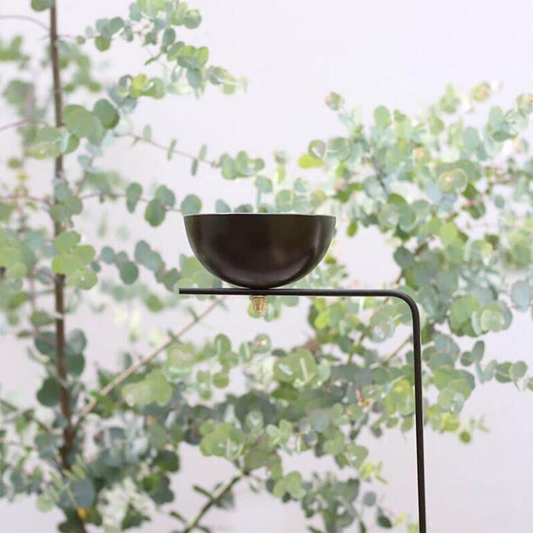 De design vogelvoerschaal Matteo is gemaakt van robuust metaal. Gebruik m voor water of voor vogelvoer. De schaal staat op een hoge poot, veilig voor katten.