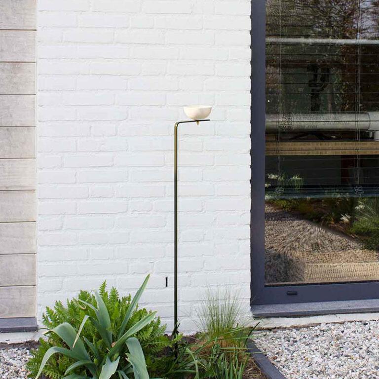 Het moderne vogelvoederstation Matteo is gemakkelijk overal te plaatsen. Steek 'm in de volle grond of in een bloempot. Hij past in de tuin, op je (dak)terras of balkon en zelfs bij de entree van je huis staat-ie prachtig.