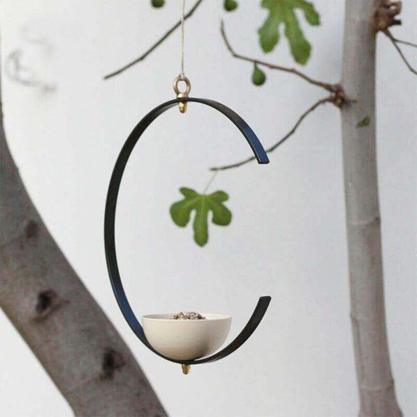 Christoph Friedrich Wagner is de ontwerper en maker van design vogelvoederstation Milla. Zijn productontwerpen brengt hij onder de merknaam SossoBeach op de markt.