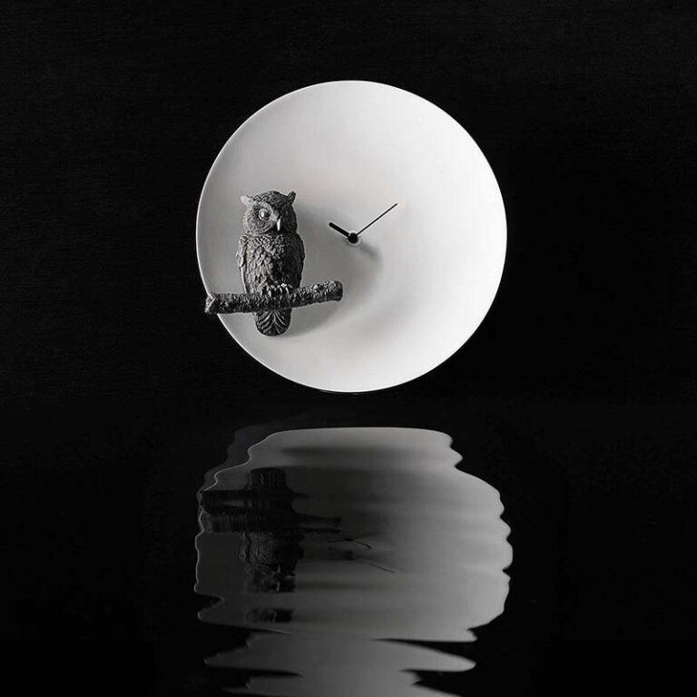 De Moonklok Owl is een geweldige design klok in zwart wit. De klok heeft wel iets misterieus.