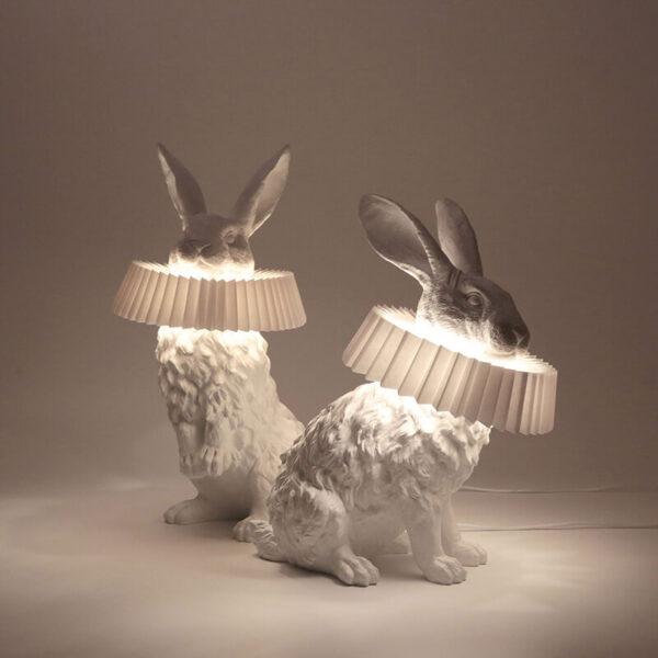De Rabbit X lampen zijn prachtig als ze niet aan zijn, maar als het licht door de kragen schijnt worden ze nog specialer.