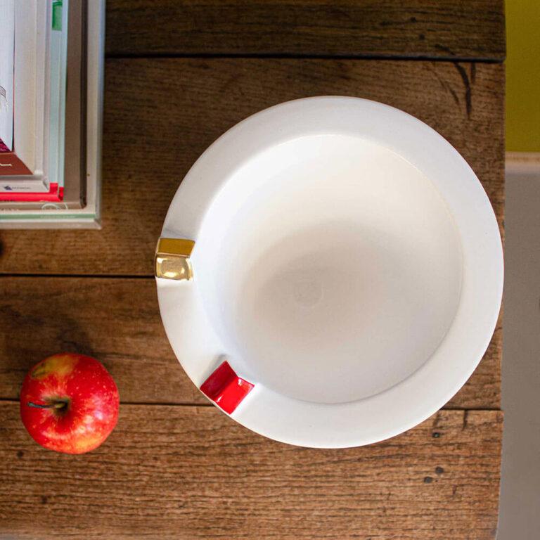 De Samenwoning vaas van Olav Slingerland van bovenaf gezien. Je ziet dat de rand van stevig dik keramiek is gemaakt.