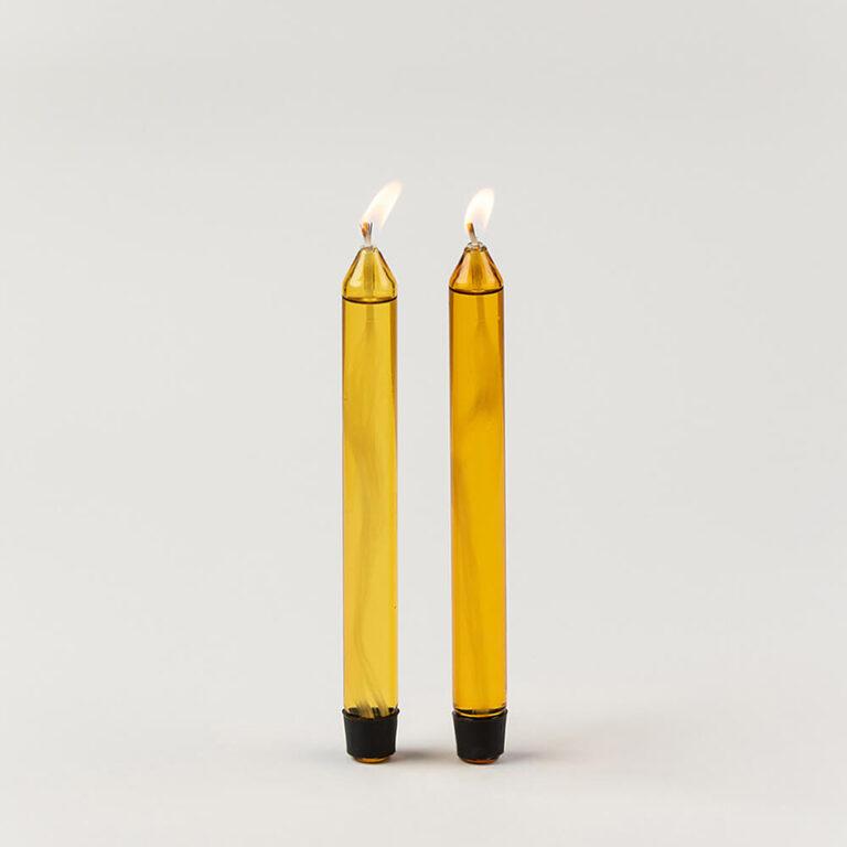 De glazen design oliekaarsen zijn sfeervol en een duurzaam alternatief voor gewone kaarsen. Ze branden van 5 tot wel 8 uur. Ze worden in sets van 2 stuks geleverd.